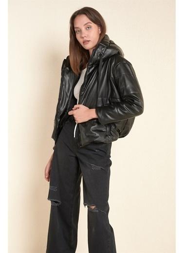Z Giyim Kapşonlu Şişme Deri Mont Siyah